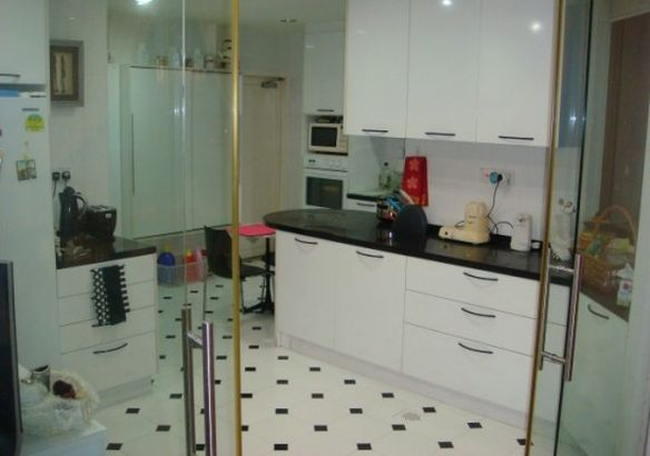 Centrally located, well furnished apartment in Singapore ...